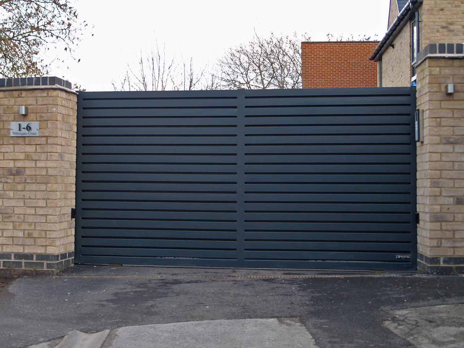 modern-steel-sliding-gate