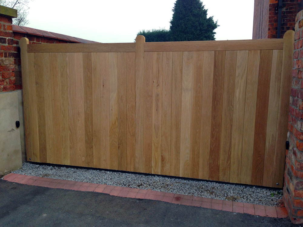 Electric Gates Elloughton Oak Timber Electric Gates In