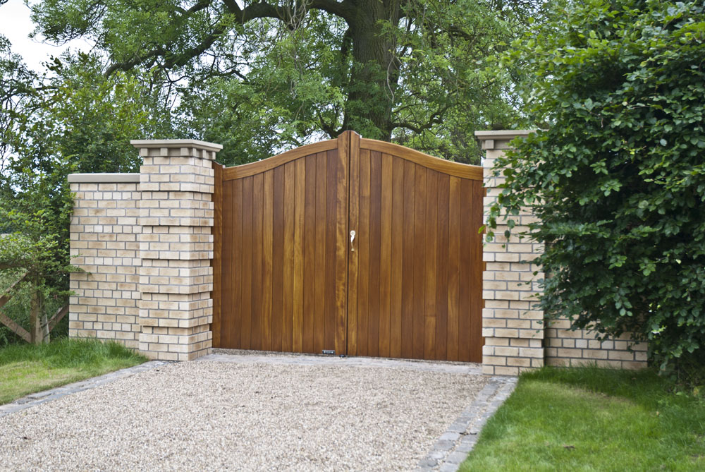 raywell-front-timber-gates