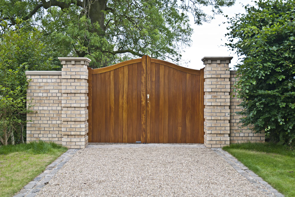raywell-front-timber-gates3