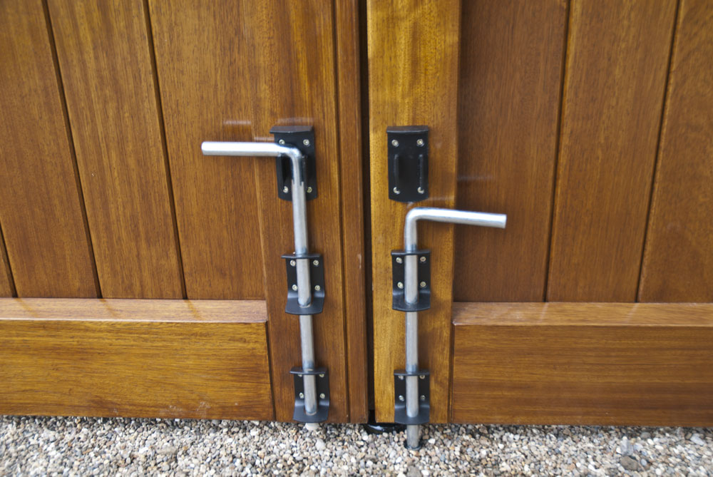 raywell-rear-timber-gate-drop-lock