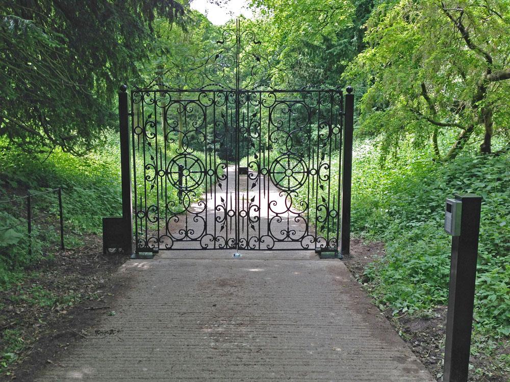 steel-gates-warter