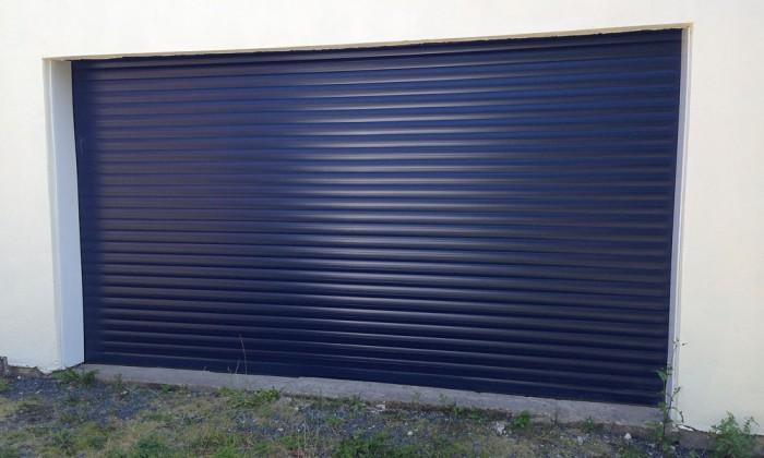 garage door blue