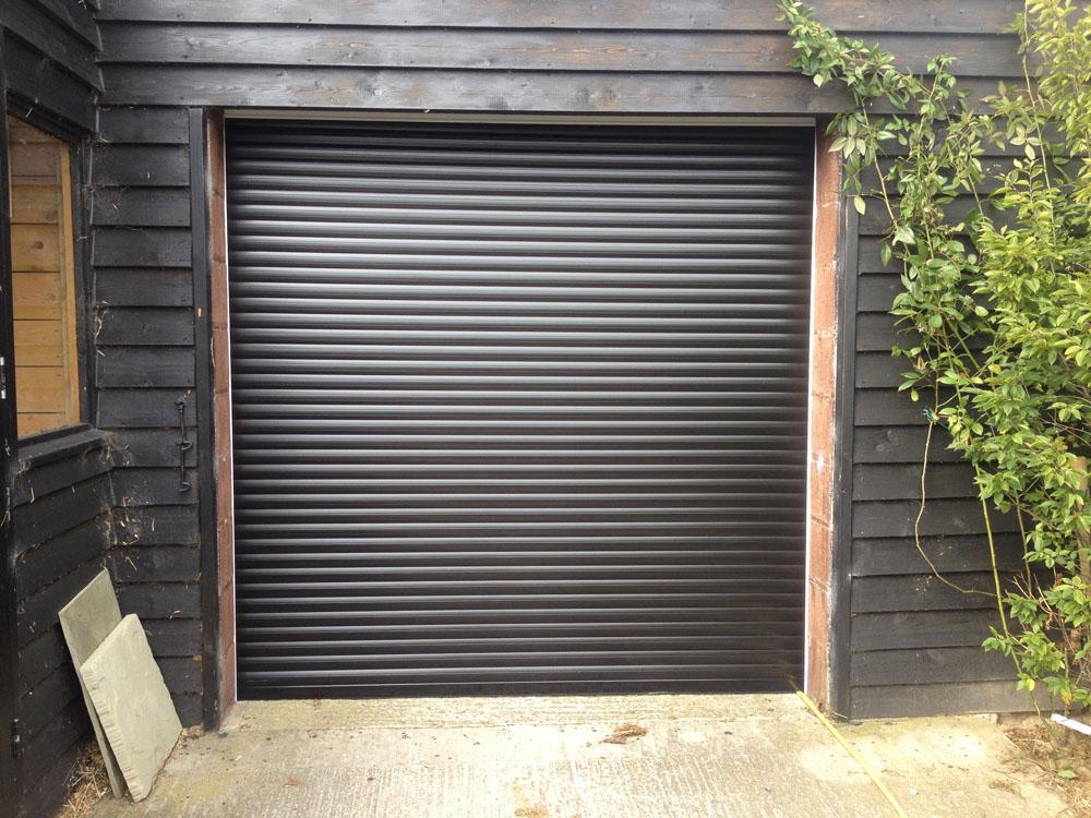 black-roller-garge-door-hull2