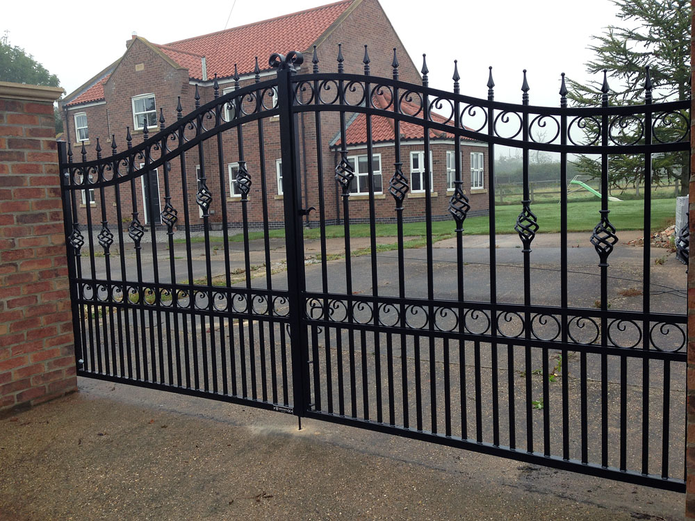 wrought-iron-gates-black2