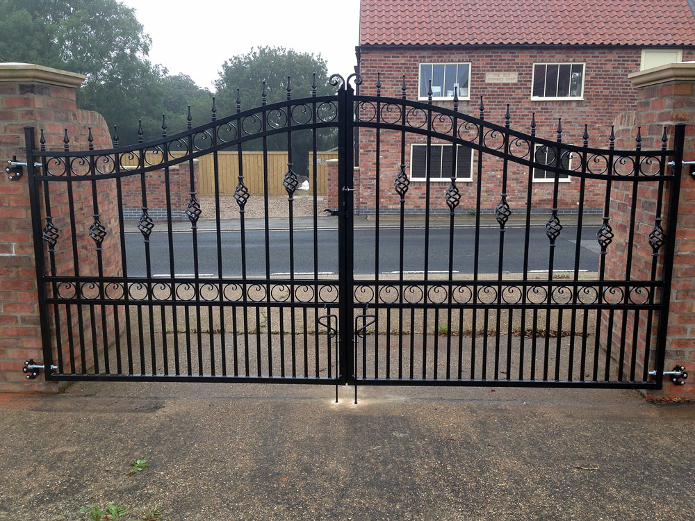 wrought-iron-gates-black4
