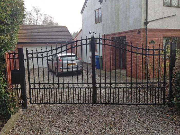 black wrought iron gates hull