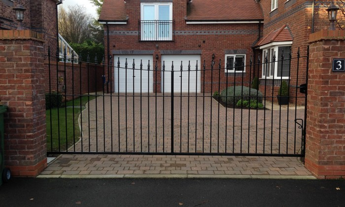 curved top steel gate