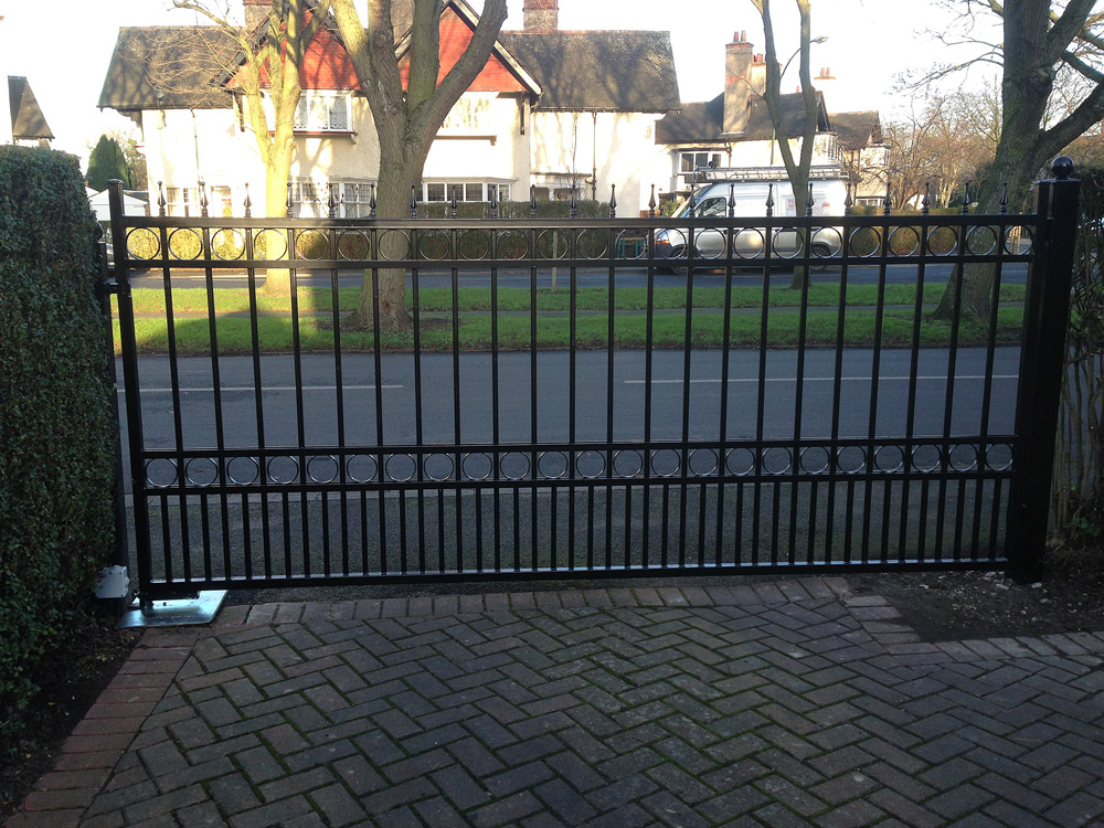 Straight Top Steel Gate With Dog Bars Finials And Rings