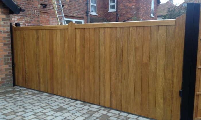 straight top timber gate