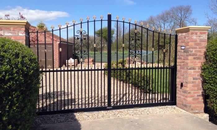 electric gates hull