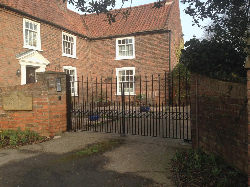 Refurbish wrought iron gates