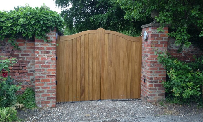 timber electric gate beverley